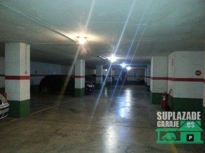 se trata de una plaza de garaje bastante ámplia, situada en la calle ingeniero josé sirera entre l