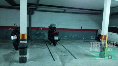 es plaza de coche, con uso para parking de motos. se comparte con 2 motos más.