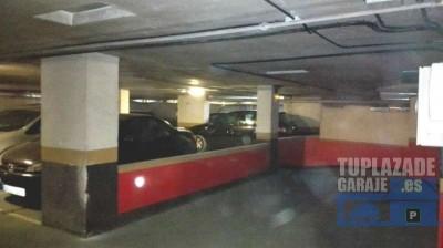 vendo plaza de garaje con capacidad para 2 motos o coche pequeño. acceso por rampa en el primer niv