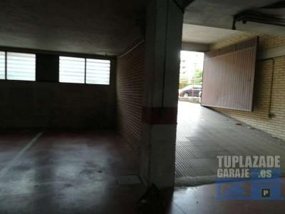 se alquila garaje en c/escultor daniel nº 1 esquina avda. madrid nº 15. entrada por c/cascajos. pa
