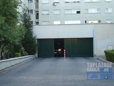 canillas, c/ silvano. 4 plazas de garaje para moto grande, 3 m2, primer sótano. vigilancia física