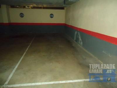 venta plaza de garaje para coche y moto. plaza de parking cubierto con puerta automática. plaza de