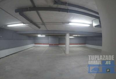 garage tranquilo ( solo 4 coches ) edificio moderno . puerta automatica. excelentemente ubicada ju