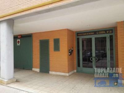 alquilo amplia y cómoda plaza de garaje en el parking comunitario del edificio dª maría de escoba