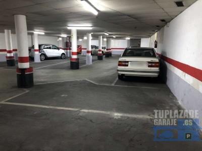 plaza de parking  para coche grande o, si se prefiere, para un coche y una moto. en el centro de bar
