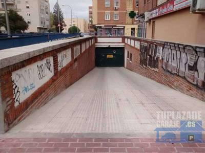 plaza de fácil acceso, a 400m del metro batán y 1500 de metro laguna. plaza subterránea primera p