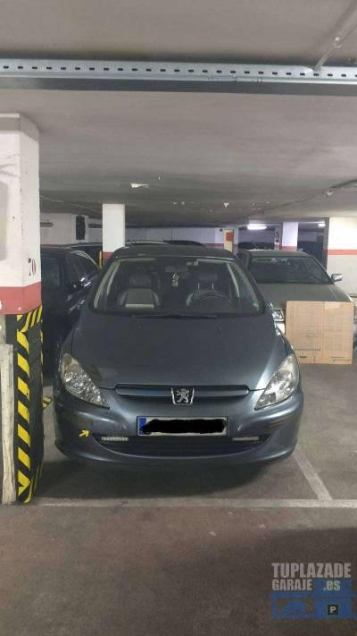 se alquila plaza de parking, bien situada con fácil acceso, con vigilancia 24h. plaza 17m2. apta pa