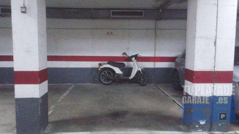 Garaje/Parking para coche y moto en Calle Av, Can Marcet, 24 - 68898468326