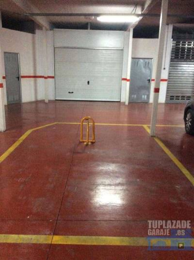 alquilo garage en el centro de benidorm cerca de todos los servicios 18 metros y fácil acceso