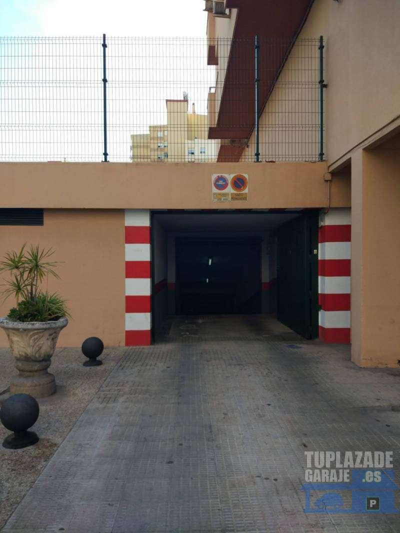 PARTICULAR. Amplísima plaza de garaje. OPORTUNIDAD - 2564031529406