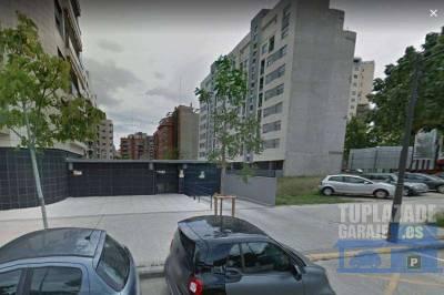 amplia plaza de garaje situada en la zona nueva de campanar, al lado de la av. maestro rodrigo. con