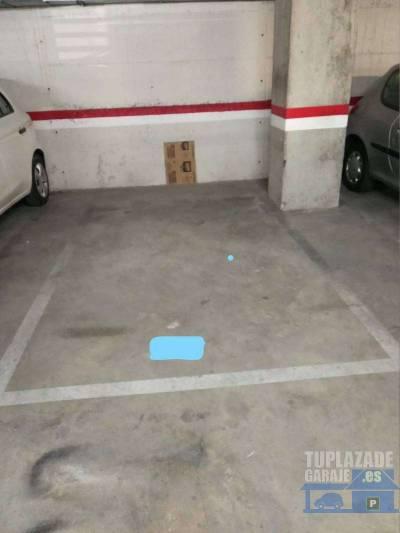 particular alquila plaza de parking para tener cabida 2 motos. la plaza tiene unas dimensiones de 4.