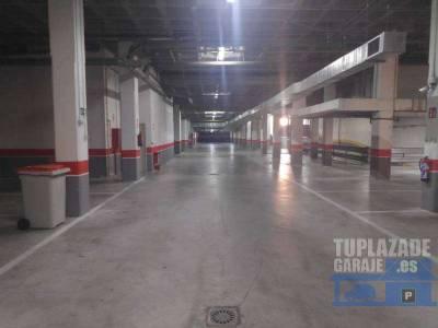 disponibilidad inmediata. plaza de aparcamiento muy fácil y amplia, casi sin maniobras. las medid
