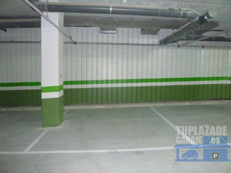 Amplia plaza de garaje para coche - 0616117029482
