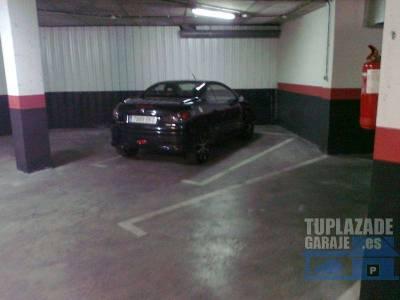 está situado el garaje en calle jovellanos, esquina alfonso vi, de león.