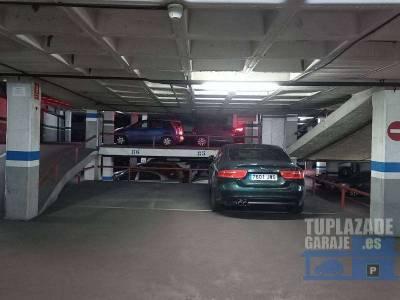 plaza de parking en aragón, entre marina y lepanto. superficie total 21 m2 (plaza y media). muy fá